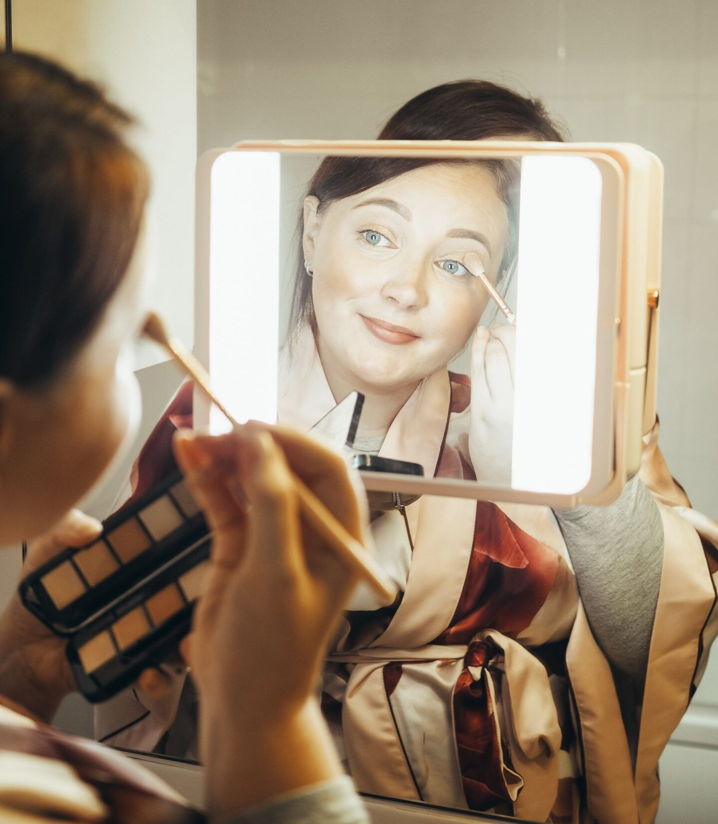 perfect makeup mirror avoid makeup mistakes true light mirror beauty application spotlight hd diamond