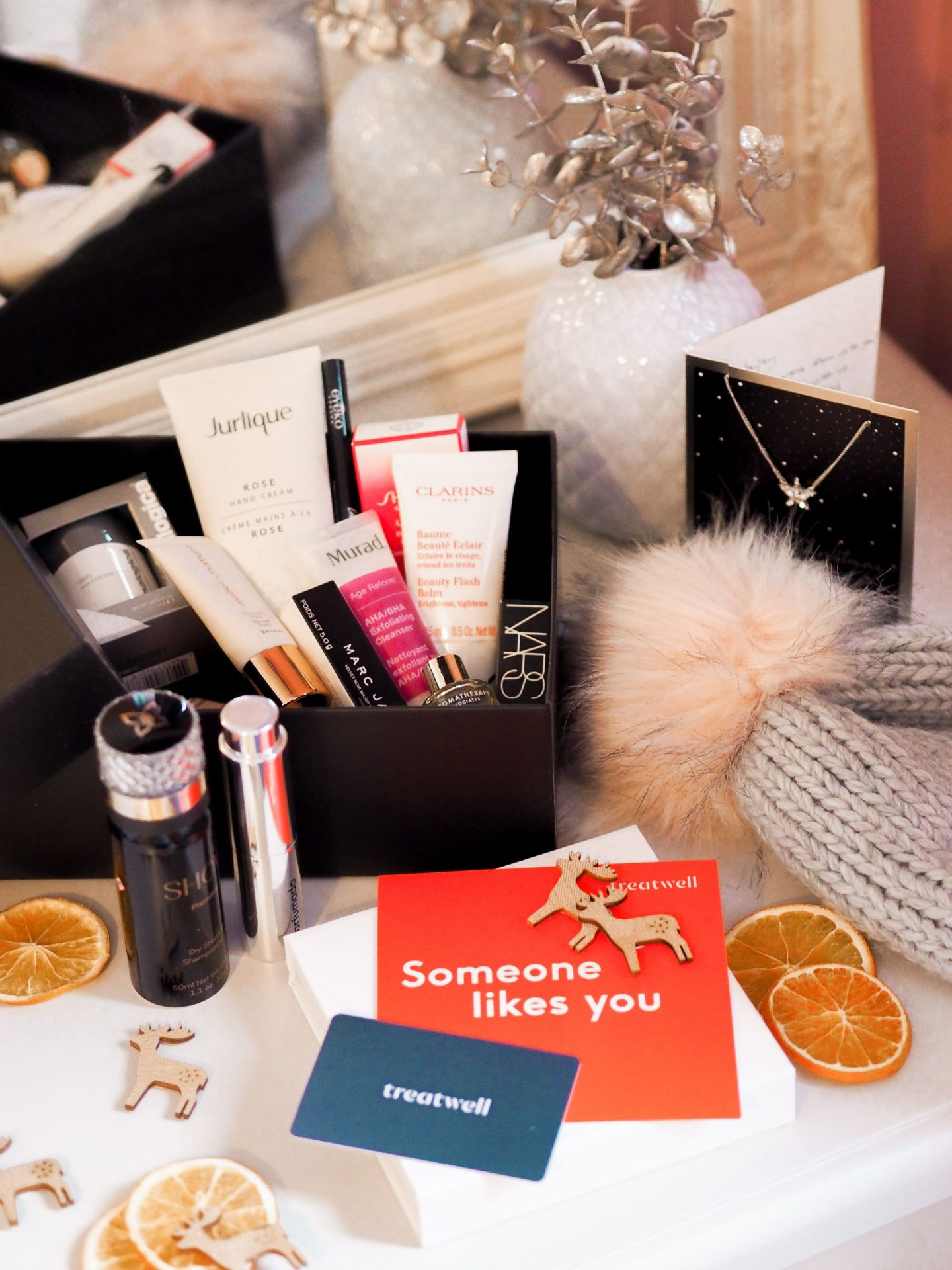 7 Alternative Thoughtful & Personalised Gifts For The Beauty Lover In Your Life